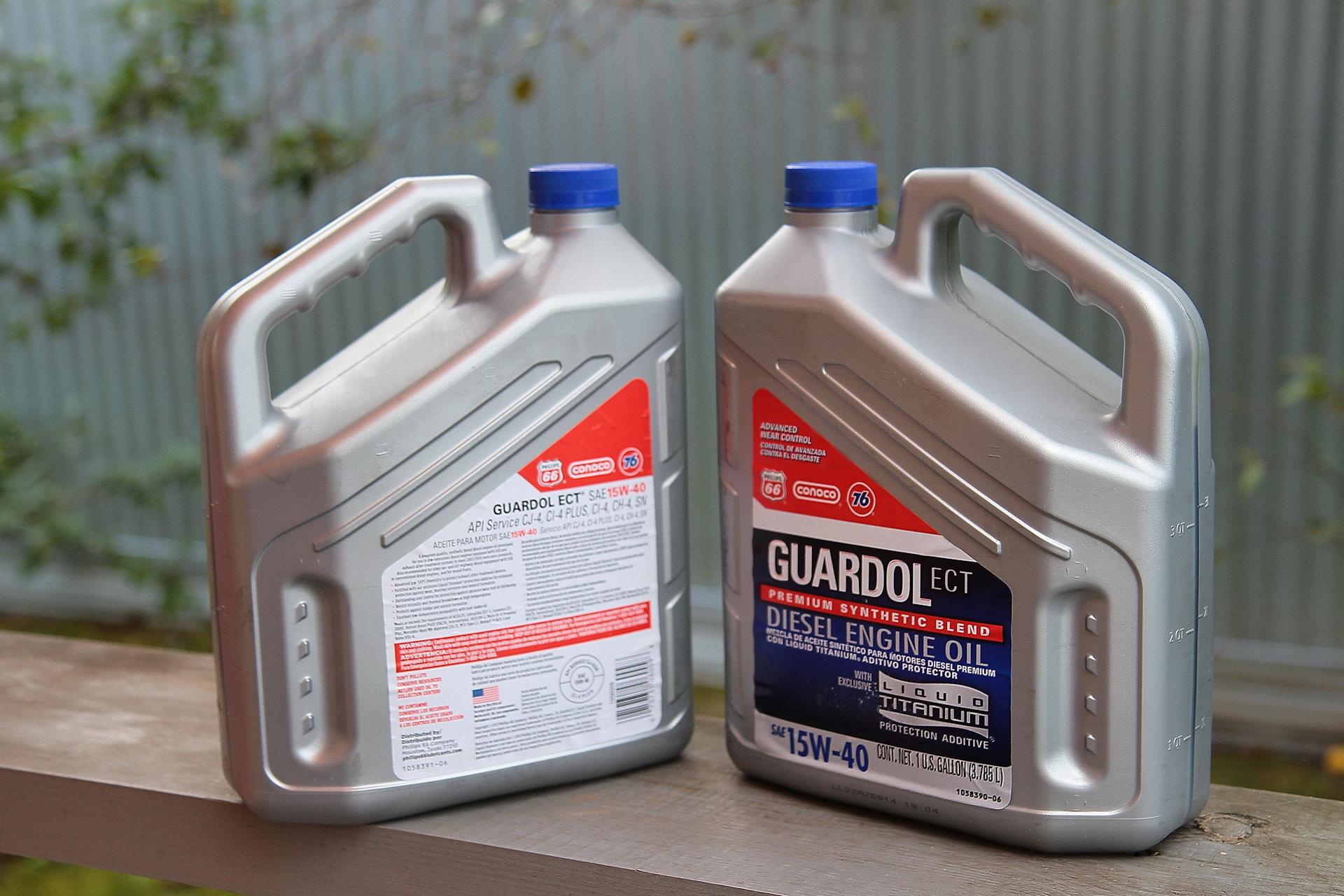 Узнайте какое использовать масло и в каких пропорциях для вашей бензопилы