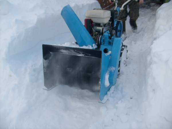 Снегоуборщик для мотоблока – насадки для борьбы с сугробами