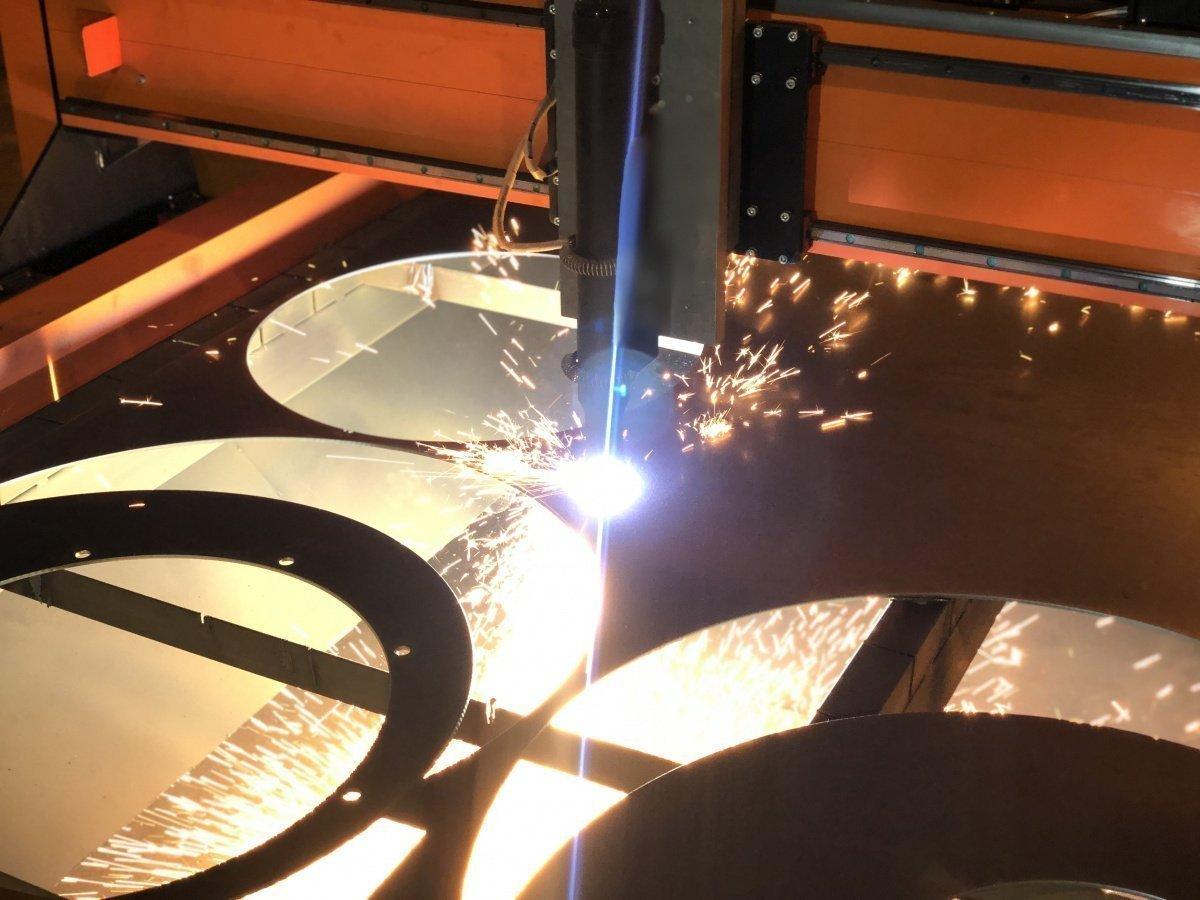 Что нужно учитывать при выборе и эксплуатации лазерного станка с чпу по металлу