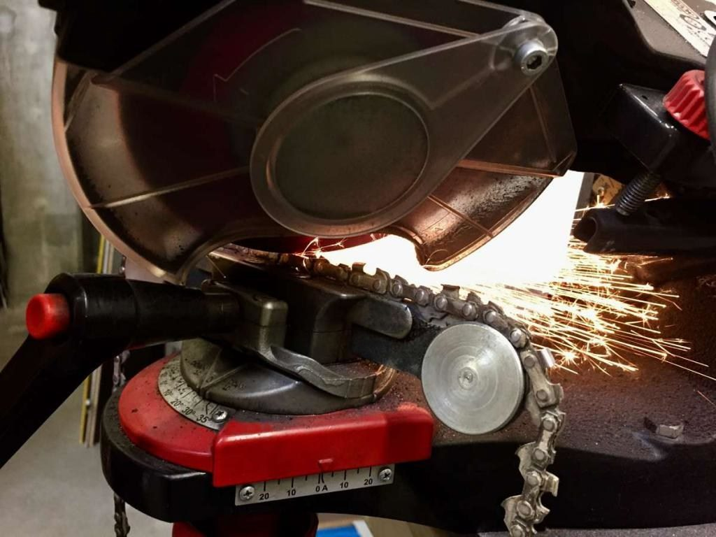 Заточка цепи бензопилы: правильный угол и работа с инструментом