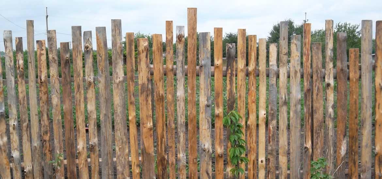 Как сделать забор из горбыля?