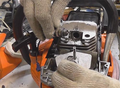 Регулировка карбюратора бензопилы штиль 180 своими руками