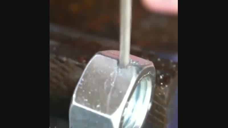 Как просверлить отверстие в каленом металле