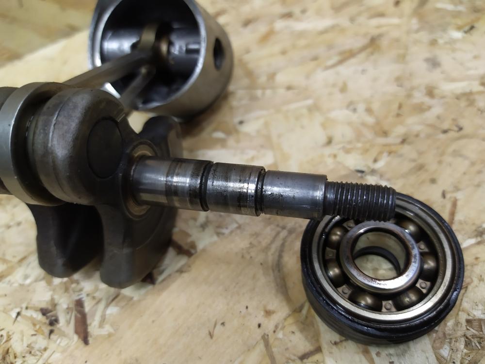 Поменять леску в триммере не сложно, если знать как снять и разобрать кассету