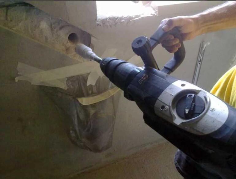 Как пользоваться перфоратором: вставить сверло, штробить стены, заточить бур и прочее, полезное видео