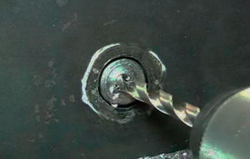 Как высверлить обломанный болт | twokarburators.ru