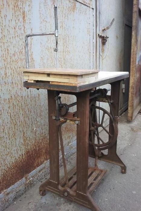 Как сделать лобзик из швейной машинки своими руками?