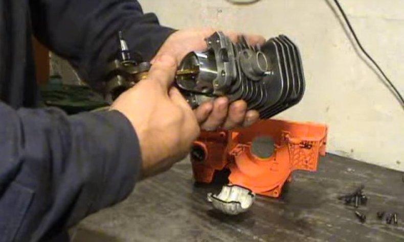 Как поменять поршень на бензопиле