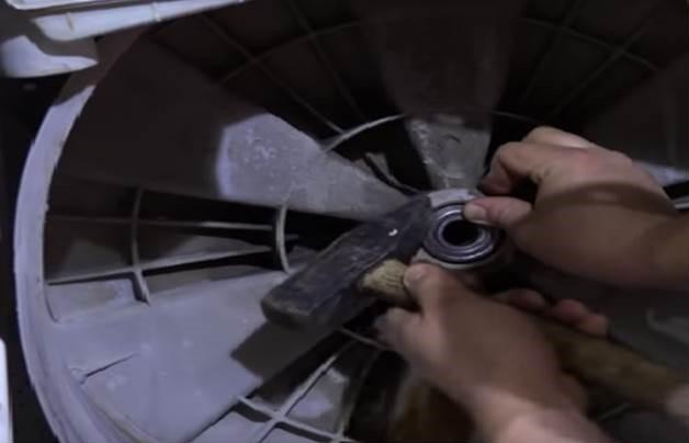 Замена подшипника в стиральной машине с неразборным баком