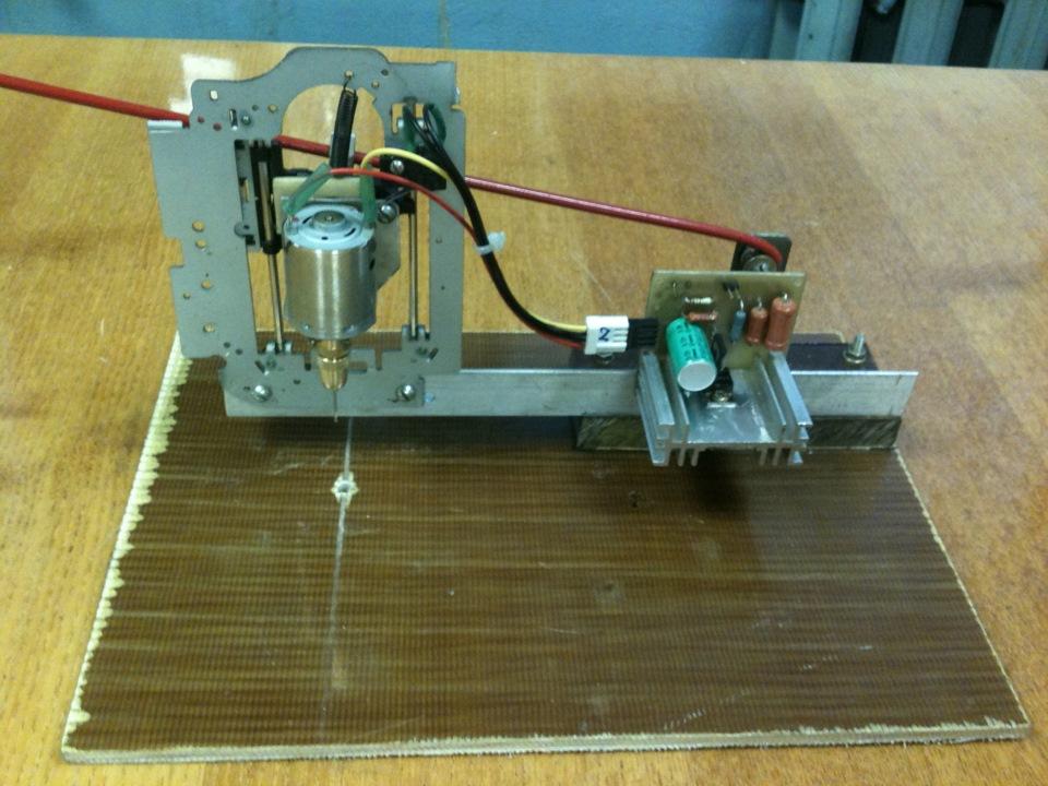 Сверлильный станок для печатных плат.