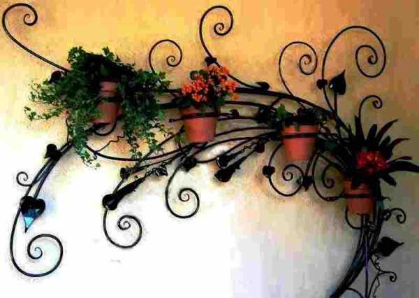 Кованые кашпо для цветов — великолепные украшения дома и сада
