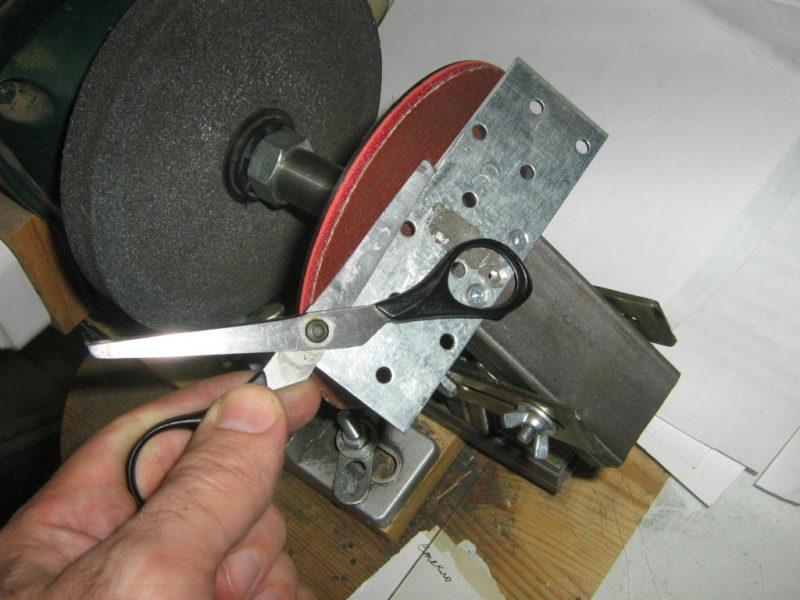 Как правильно точить нож в домашних условиях: выбор способа и инструкция по заточке ножа на бруске