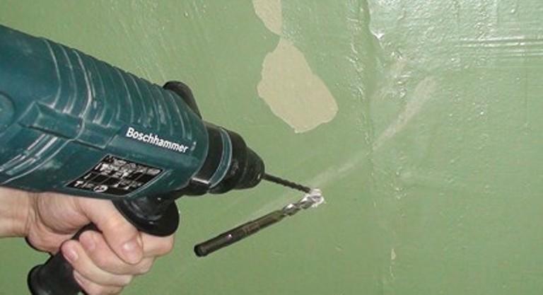 Как вставить сверло в дрель? как вытащить и поменять сверло без ключа, чтобы пользоваться дрелью? как его открутить и снять, если застряло?