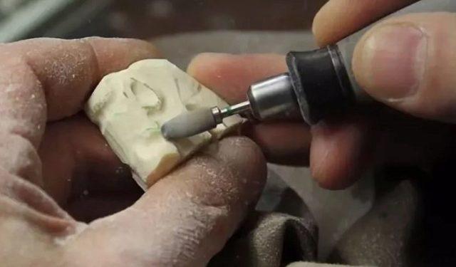 Машины для резьбы: выбор гравера и бормашины, советы для начинающих, как правильно резать по кости, дереву и металлу?