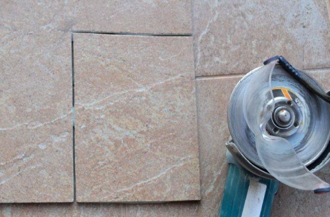 Резка керамогранита плиткорезом: как резать, можно ли резать керамогранитную плитку ручным плиткорезом