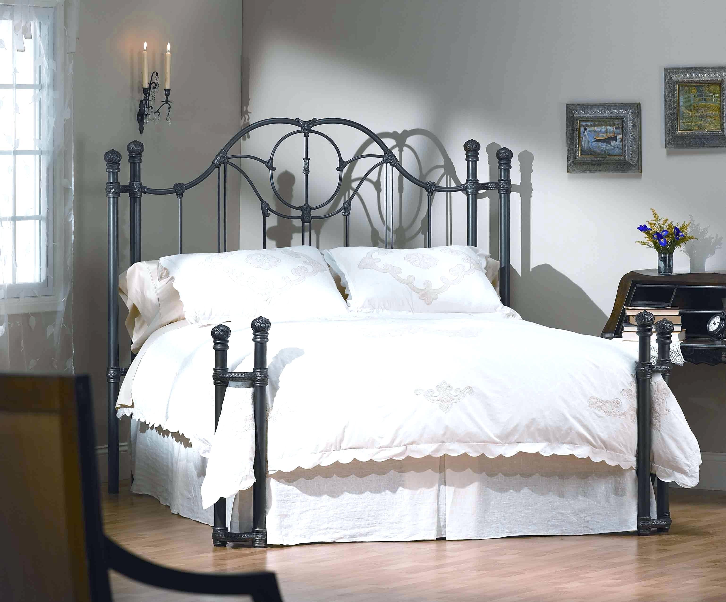 Кованые кровати – актуальные модели и применение в современных интерьерах (115 фото)