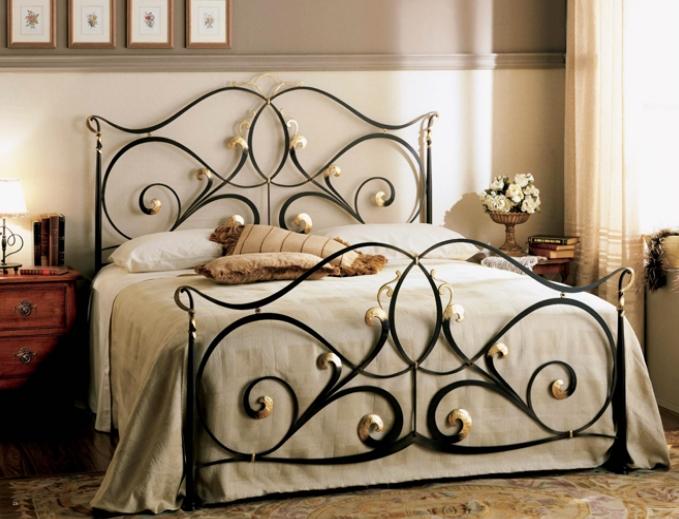 Кованые кровати в интерьере детской комнаты