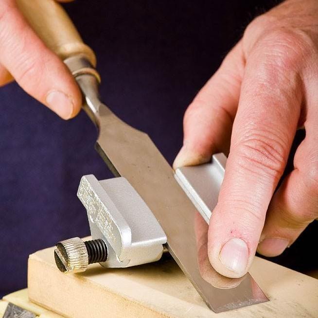 Как сделать приспособление для заточки и наточить нож рубанка или стамеску своими руками