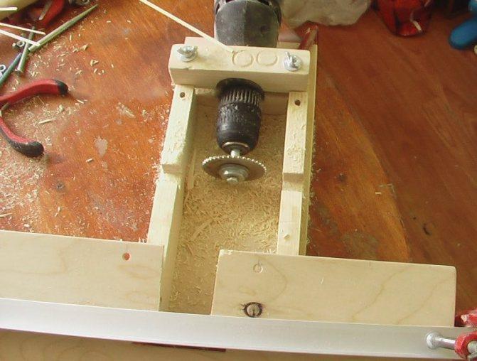 Изготавливаем сверлильный станок из дрели своими руками