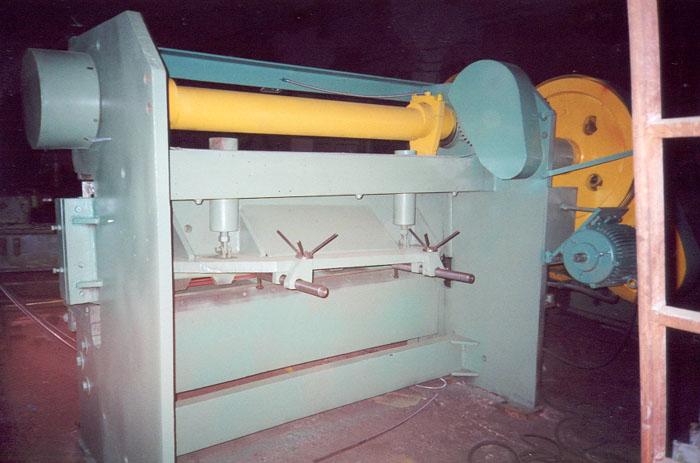 На3121 и н3121 – востребованные промышленными предприятиями гильотины