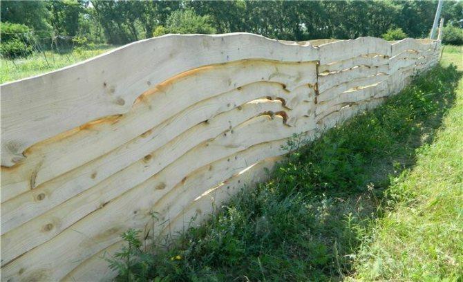 Забор из горбыля своими руками: фото, варианты, этапы строительства и лучшие советы по возведению