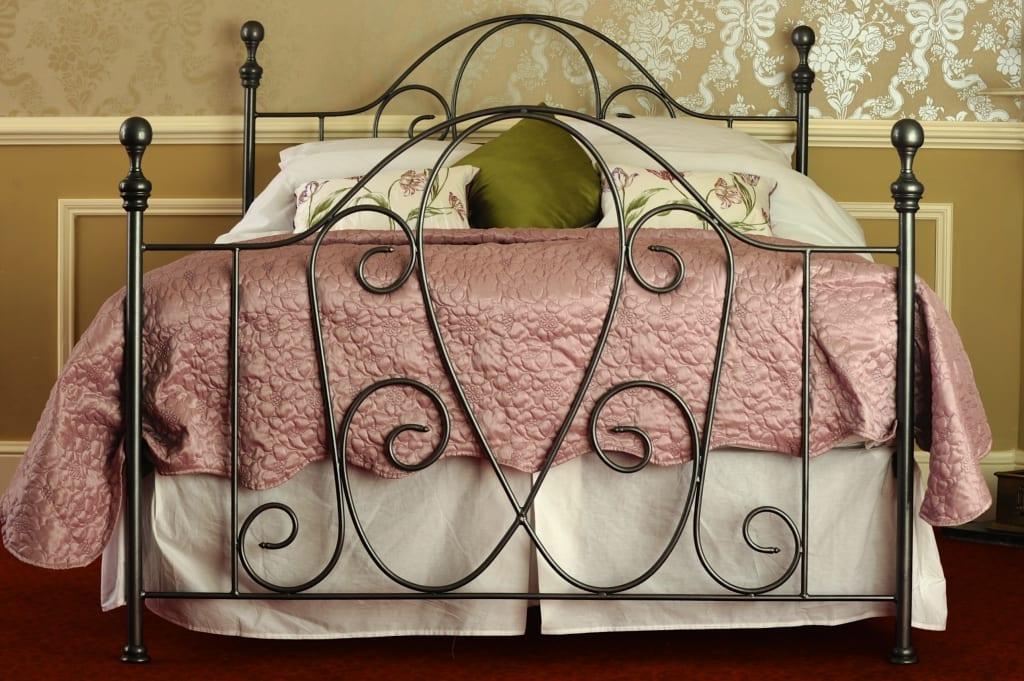 Кованые кровати (46 фото): круглые, семейные, детские