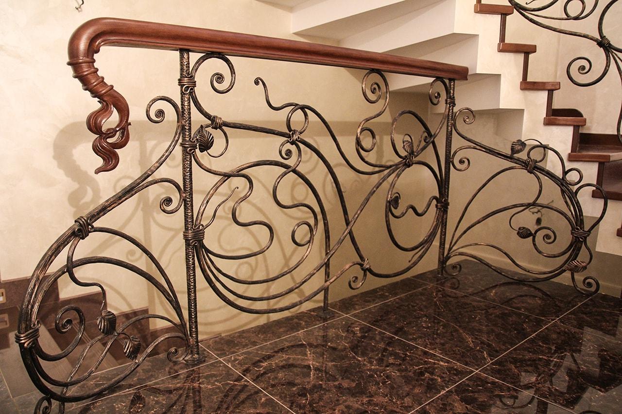Винтовые металлические лестницы: фото в интерьере