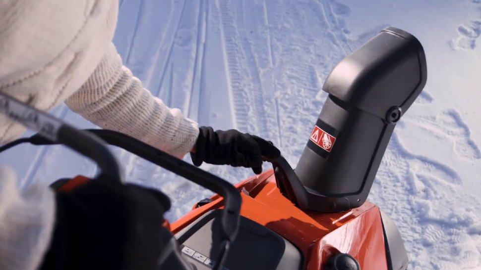 Снегоуборщик бензиновый husqvarna st230p