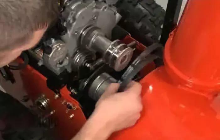Сколько нужно заливать масло в двигатель снегоуборщика