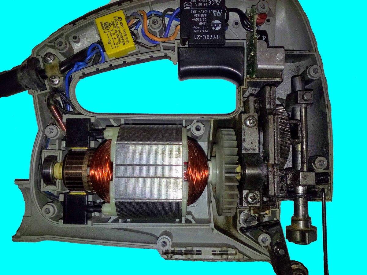 Как пользоваться электрическим или ручным лобзиком правильно?