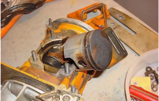 Как отрегулировать карбюратор на бензопиле урал-2 электрон – настройка и ремонт своими руками