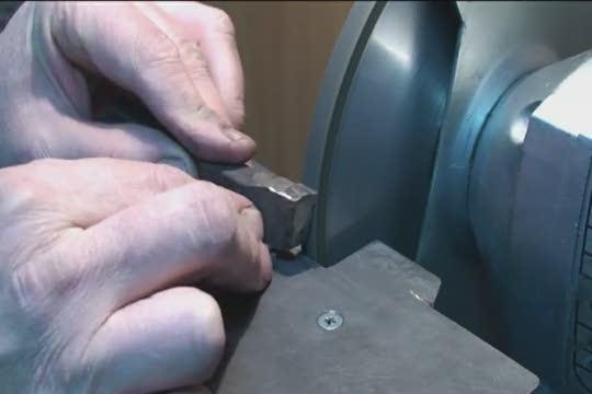 Как правильно заточить резцы для токарного станка: разновидности кругов, углы заточки