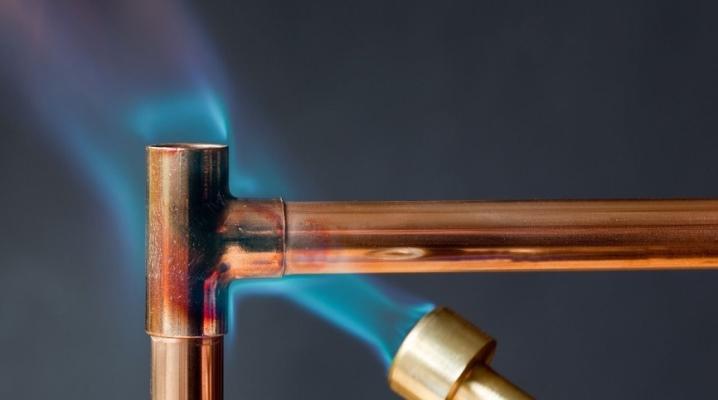 Для пайки медных труб: медные фитинги, припой и флюс под пайку, инструмент для работ своими руками