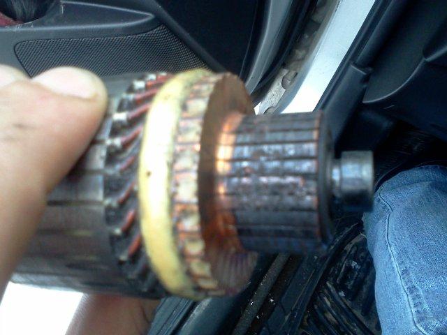 Искрение щеток и обгорание контактных колец асинхронного двигателя.