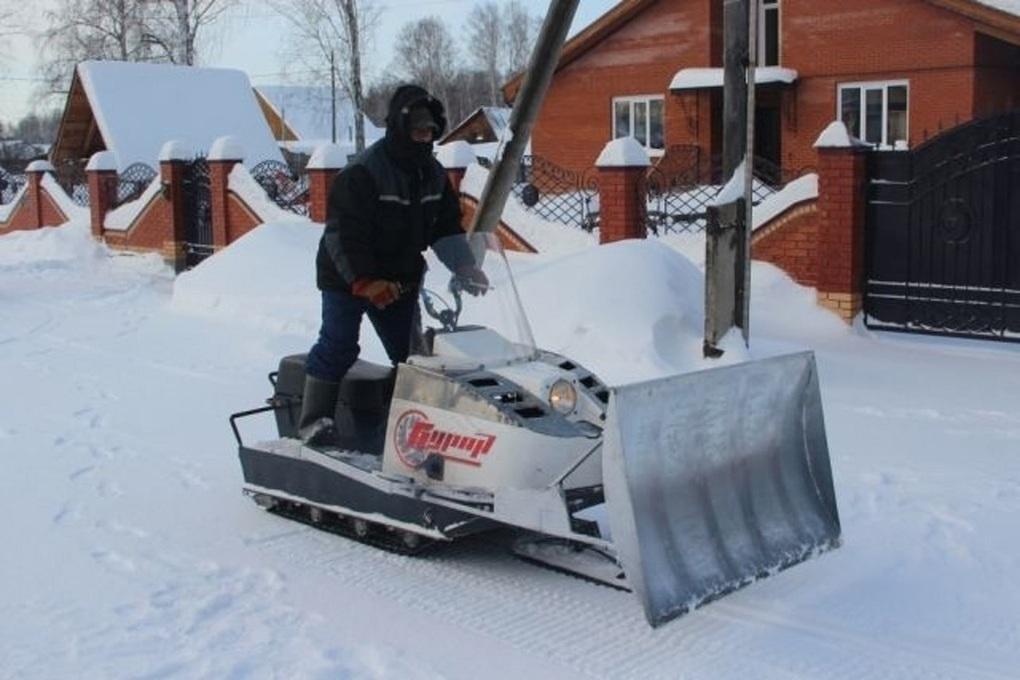 Колесный или гусеничный снегоуборщик, чем они отличаются и какой лучше выбрать
