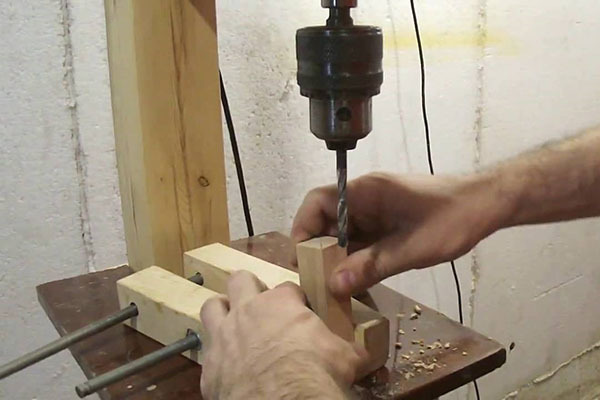 Как сделать из дрели сверлильный станок самостоятельно
