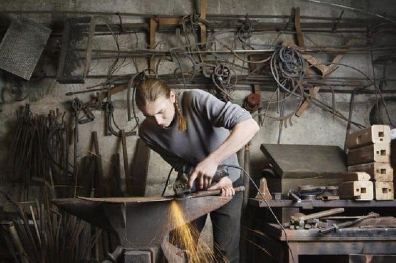 Хранение инструмента в гараже: как разместить и сделать стенды своими руками