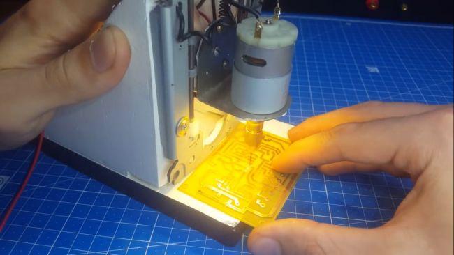 Занимаемся сборкой сверлильного станка для печатных плат