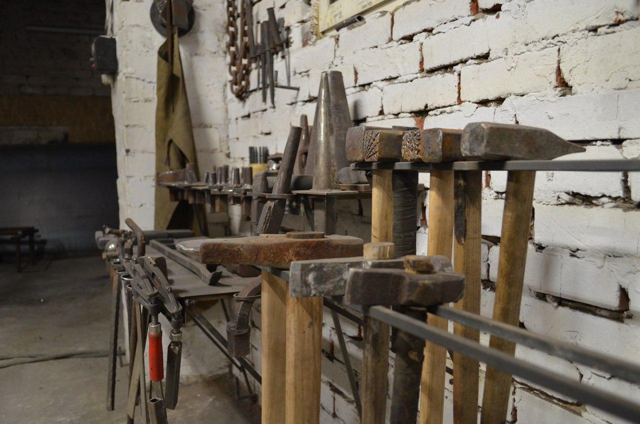 Кузня дома своими руками - обзор механизмов и инструментов
