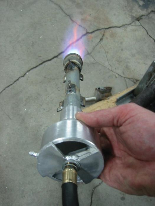 Газовые горелки для ремонта кровли: обзор популярных моделей + советы по выбору