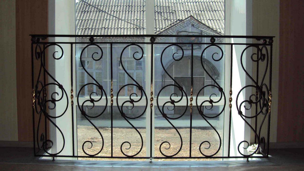 Кованые решетки на окна - купить в москве. цены на кованные оконные решетки в компании профдверь
