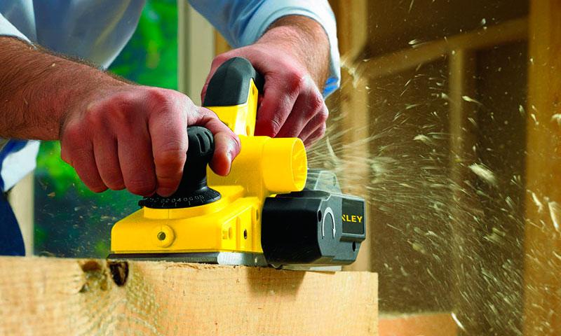 Как правильно работать электрорубанком? регулировка ножей, строгание и выборка четвертей.