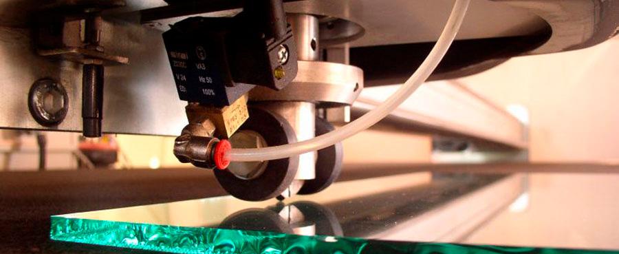 Как резать стекло стеклорезом правильно (роликовым, масляным и пр) + видео
