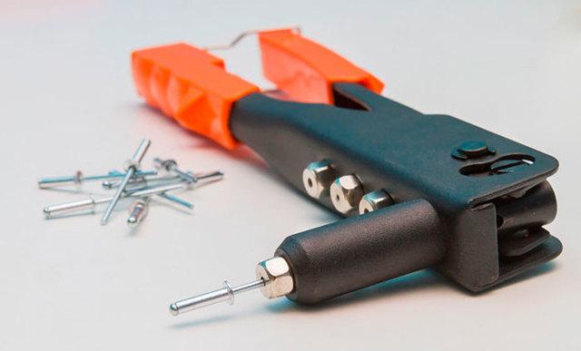 Заклепочник для резьбовых заклепок (30 фото): ручные и другие винтовые клепальники. как сделать инструмент своими руками?