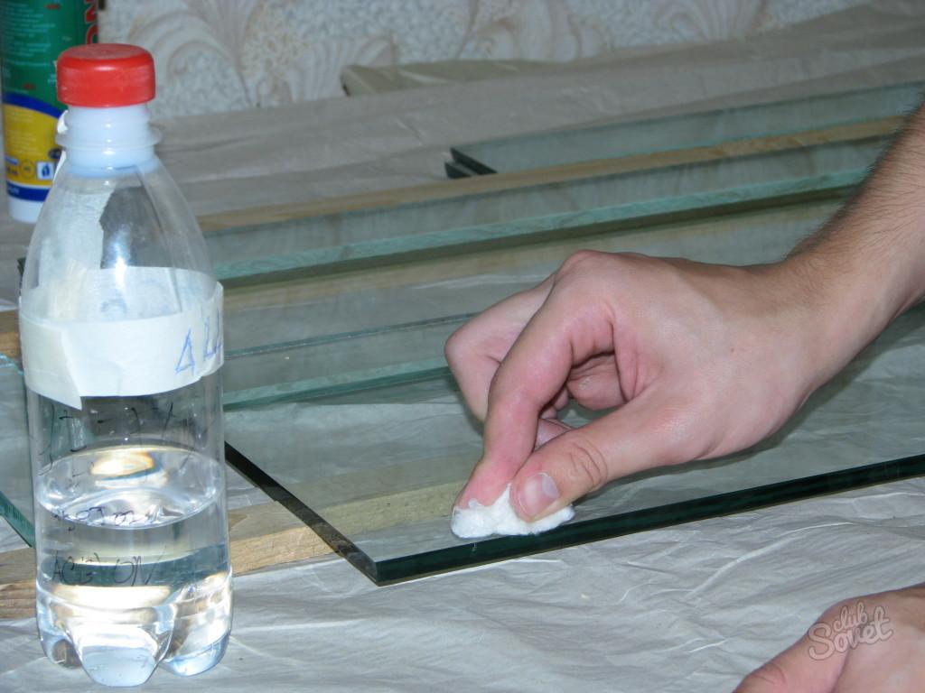 Чем можно обезжирить поверхность перед склеиванием?
