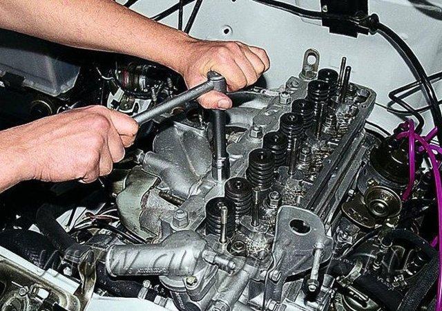 Как снять головку двигателя с прикипевшими шпильками