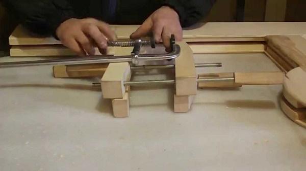 Быстрозажимная струбцина своими руками: самодельная из металла, чертеж рычажной модели. как сделать столярную прижимную струбцину?