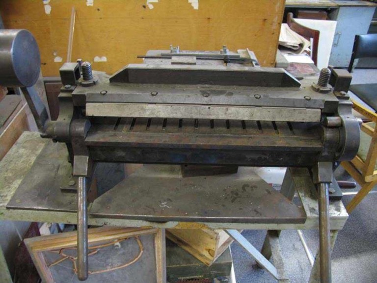 Ручной листогиб (34 фото): как сделать листогибочный станок своими руками? чертежи и описание инструмента для гибки листового металла