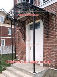Кованые козырьки (42 фото): навесы над крыльцом, эксклюзивные изделия над входом, конструкция над дверью, художественная ковка козырька
