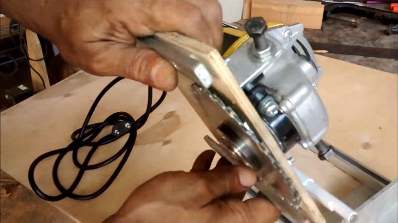 Как сделать простой самодельный фрезер из болгарки своими руками